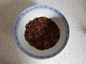 ausgetrockneter tabak in schale